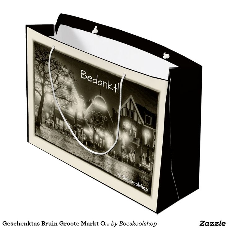 Geschenktas Bruin met avondfoto van de Groote Markt in Oldenzaal. Met de mogelijkheid om tekst te verwijderen c.q. aan te passen dan wel eigen logo toe te voegen.
