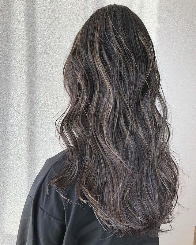ハイライト グレージュ ヘアカラー アッシュ 外国人風 バレイヤージュ デザインカラー インナーカラー グラデーション グレー 髪型 髪色 Hair Beauty Hair Long Hair Styles