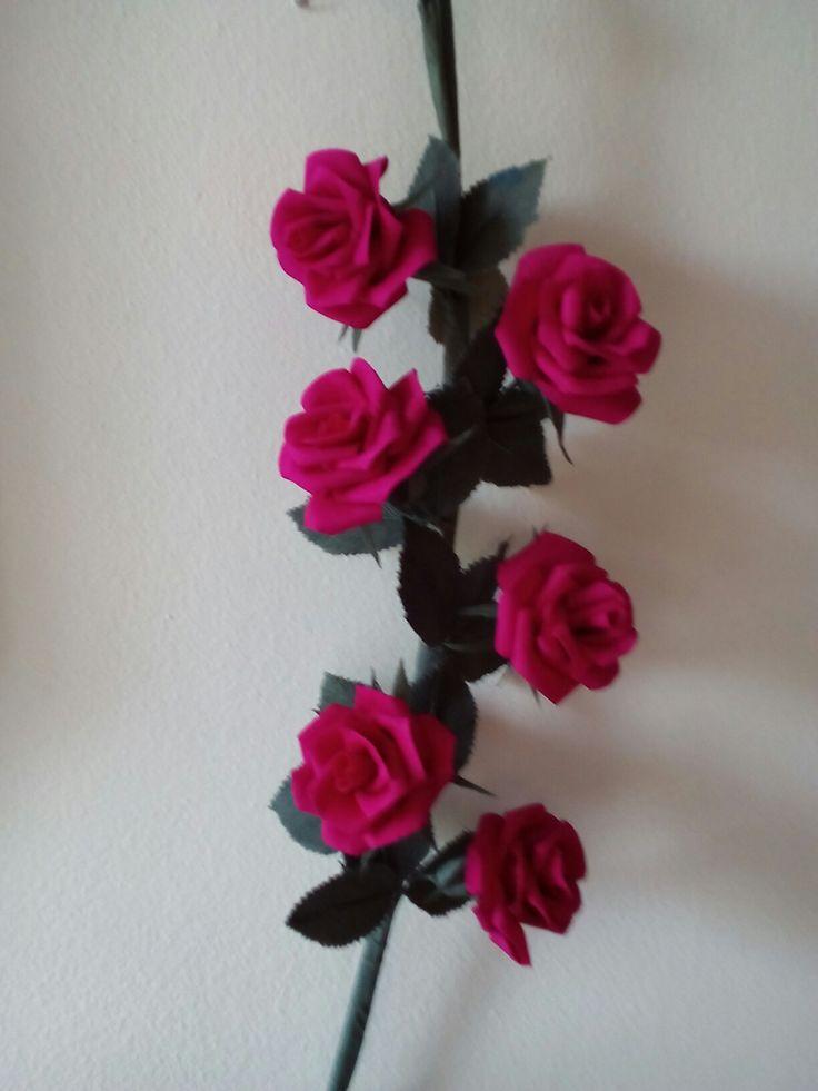 Dettaglio rose in carta crespa  sottile - Anna Bonelli