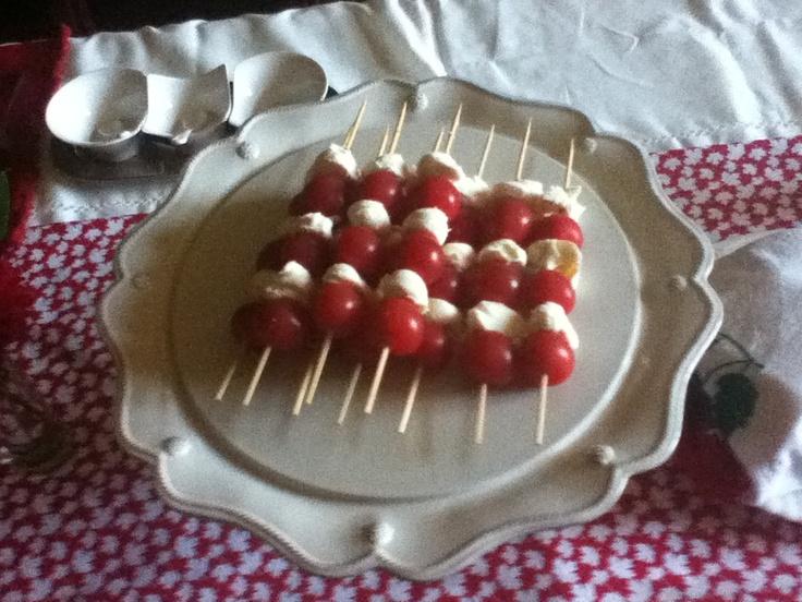 Tomato and mozzarella cheese shish kabob