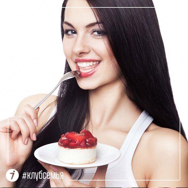 Новое исследование показало, что романтичность женщины напрямую связана с ее сытостью. Двум группам девушек, придерживающимся диеты и не ограничивающим себя в еде, показывали романтические фотографии и измеряли мозговую активность. Оказалось, что девушки, чувствующие голод, реагируют на фото намного спокойнее, чем любительницы вкусно поесть. Вторая часть эксперимента, заключалась в том, что девушкам показывали фото пока они были голодны, а затем после приема пищи. После еды реакция была…