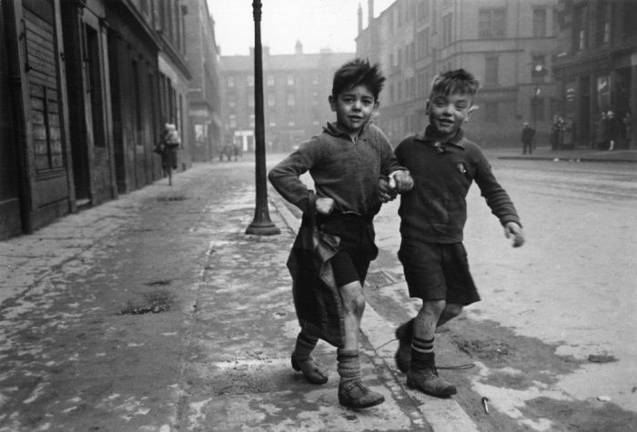 Children in the gorbals, Glasgow, 1948