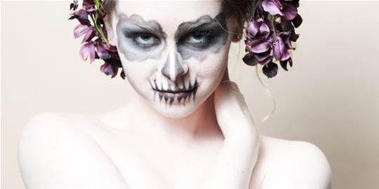 Make-up: Halloween fai da te! Halloween sta arrivando e non sai come truccarti per una festa? Ci sono molti kit per ricreare makeup ed effetti scenici ma se non vuoi spendere troppo per il makeup di una sola serata o se non riesci a reperire tutti i prodotti necessari segui questi piccoli consigli per un makeup terrificante e con effetti speciali, facile e veloce, senza... Leggi il resto dell'articolo sul sito. #UptowngirlBlog #Beauty #Consigli #halloween #makeup #faidate
