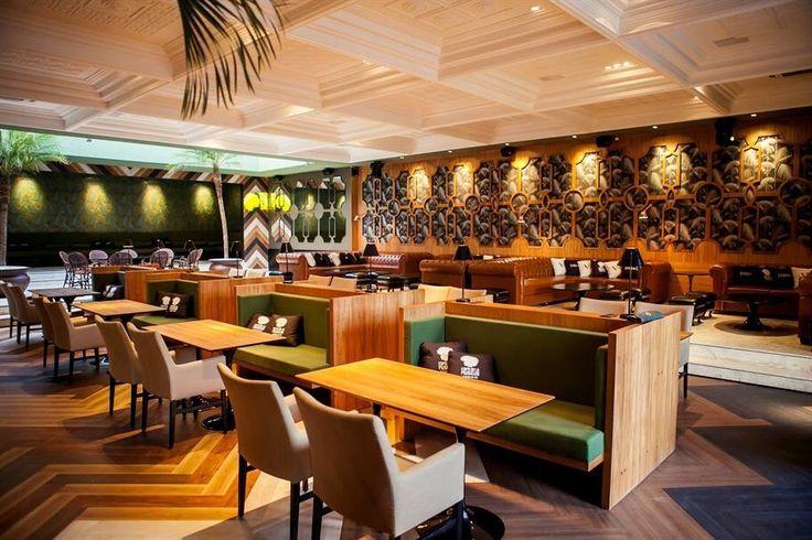 Café De La Music Caxias do Sul - Brasil - projeto dos arquitetos Jessica De Carli e Felipe Azevedo, todos os papéis de parede são da famosa marca inglesa Cole&Son #arquiteturabradileira #cole-and-son #selectpaper