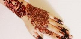 Pakistani mehndi designs come from across the border, of course. But their intricate details and patterns make these Pakistani mehndi designs a must-try!