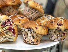 Podemos preparar estos muffins de frutos rojos con fruta fresca o deshidratada. Si la usas deshidratada tendrás que hidratarla en agua tibia.