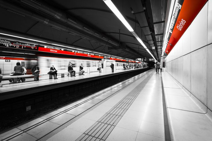 Red Metro by Francesco Domesi on 500px