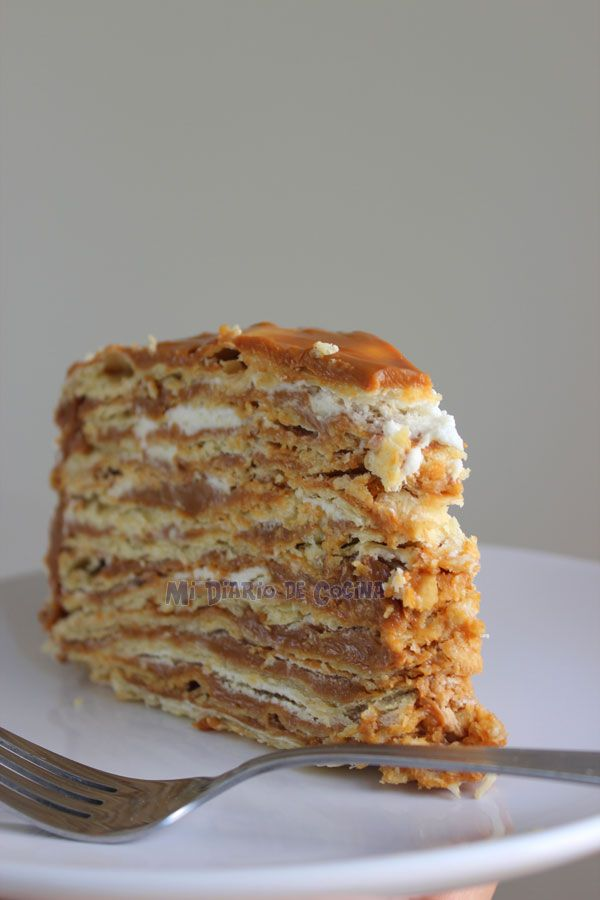 Torta de hojarascas con manjar - many-layered cake with caramel