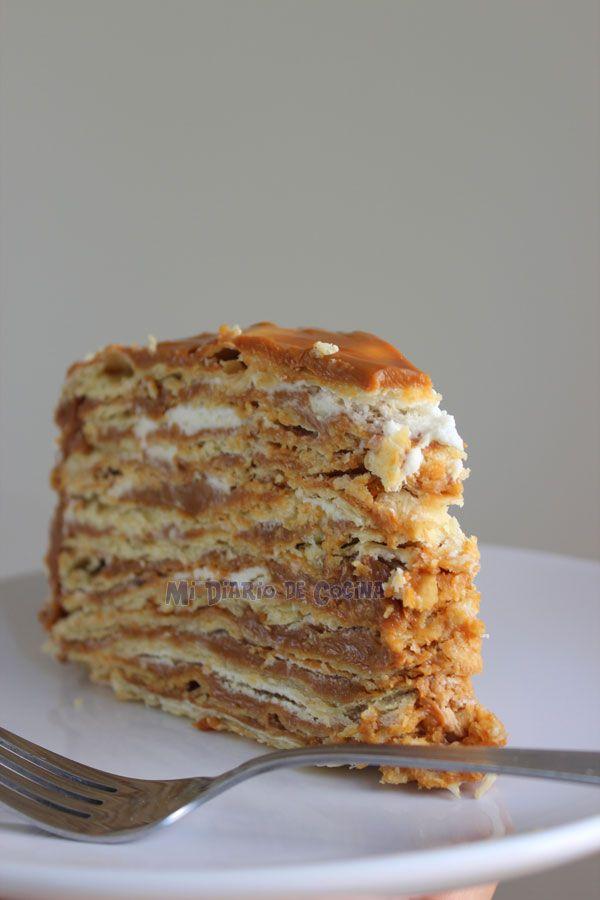 Torta de hojaldre rellena de dulce de leche.