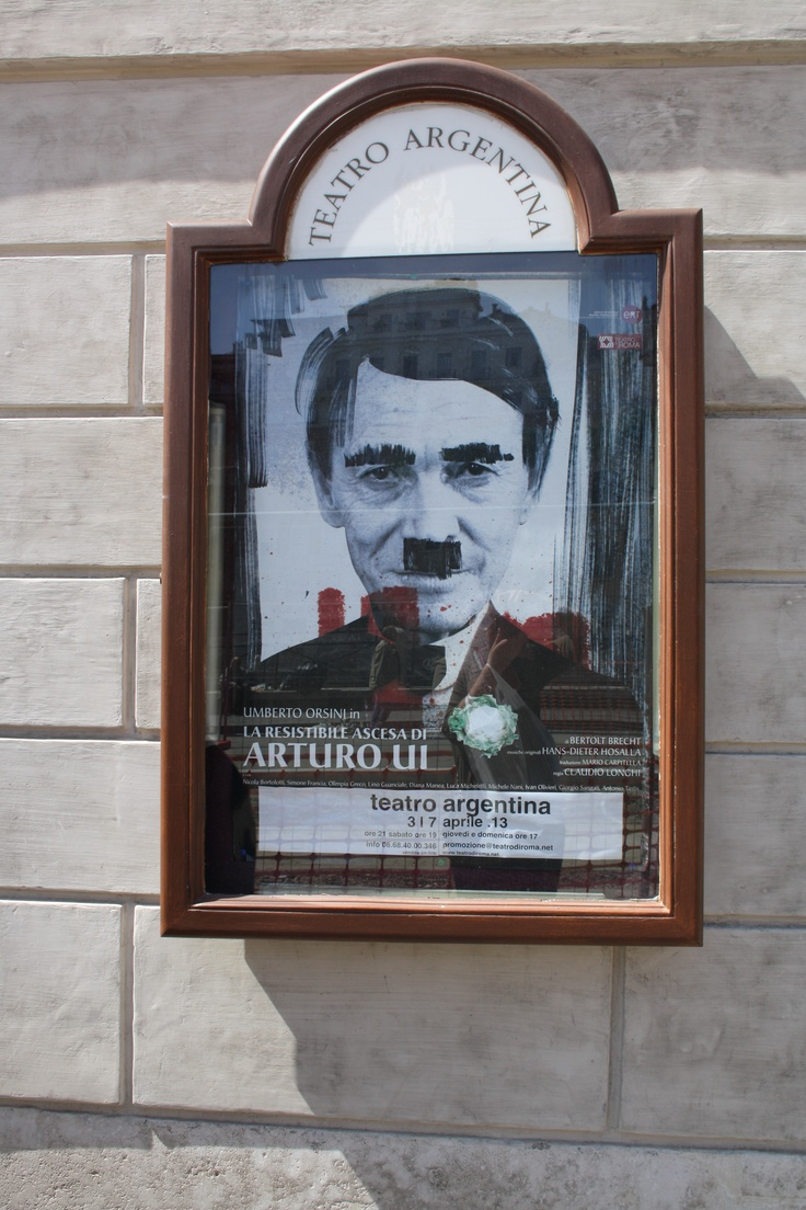 """Hitler er på banen igen - hvis I har savnet ham, kan han træffes i teateret i """"Teatro Argentina"""" :) -Esra"""