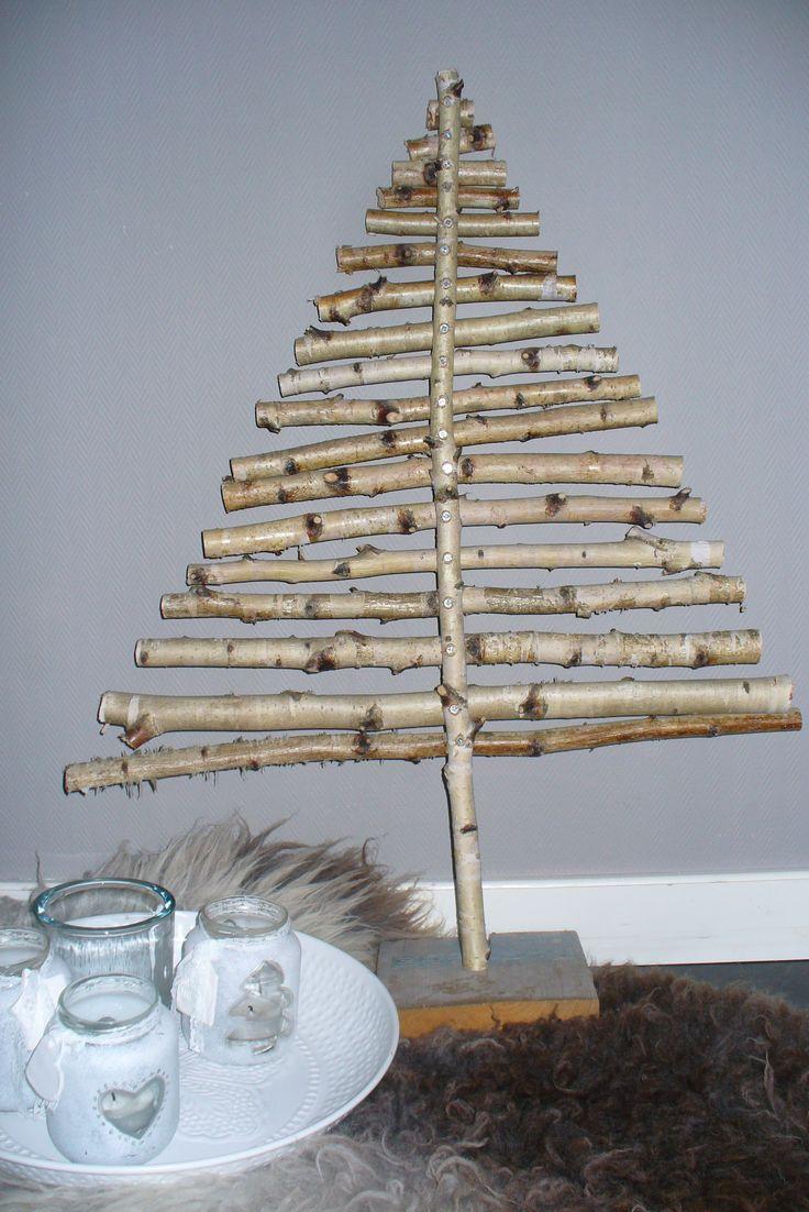 Kerstboom van berkentakken.