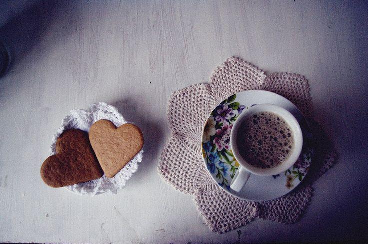 coffee-cookies-heart shaped cookies-heart shaped-heart-hearts-flower cup-floral-flower-mesh-breakfast-morning-freshly brewed coffee-stefany alves-stefany-alves-vintage