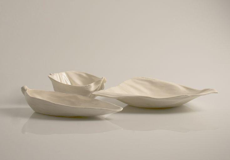 Mazorca es un set de platos de cerámica desarrollado por Alejandro Diaz, inspirado en México, y sus artesanías, algunas de ellas, fabricadas con la hoja de elote