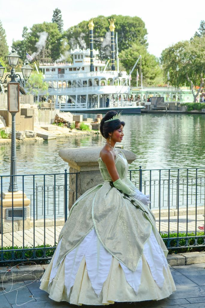 Princess Tiana in Frontierland with thedreamtravelgroup.co.uk