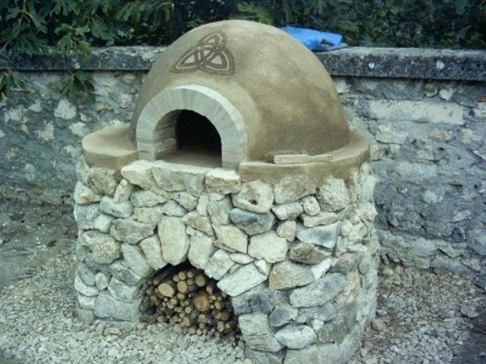 Cob oven by Hendrik Lepel. The design cut in to the cob is a technique called sgraffito