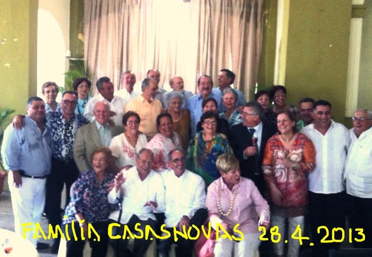 Foto de familia. Club 2 devJulio SPM. Fiesta circ. libro tia Paca.  28 abril 2013