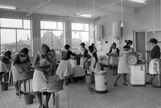 Interieur huishoudschool jaren 50 zwart wit jaren 50 for Interieur 1960