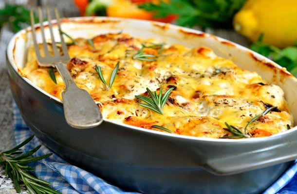 Ha sajtos-tejfölös csirkemell lesz az ebéd, bőven marad időd másra is. Nem egész egy óra alatt elkészül.