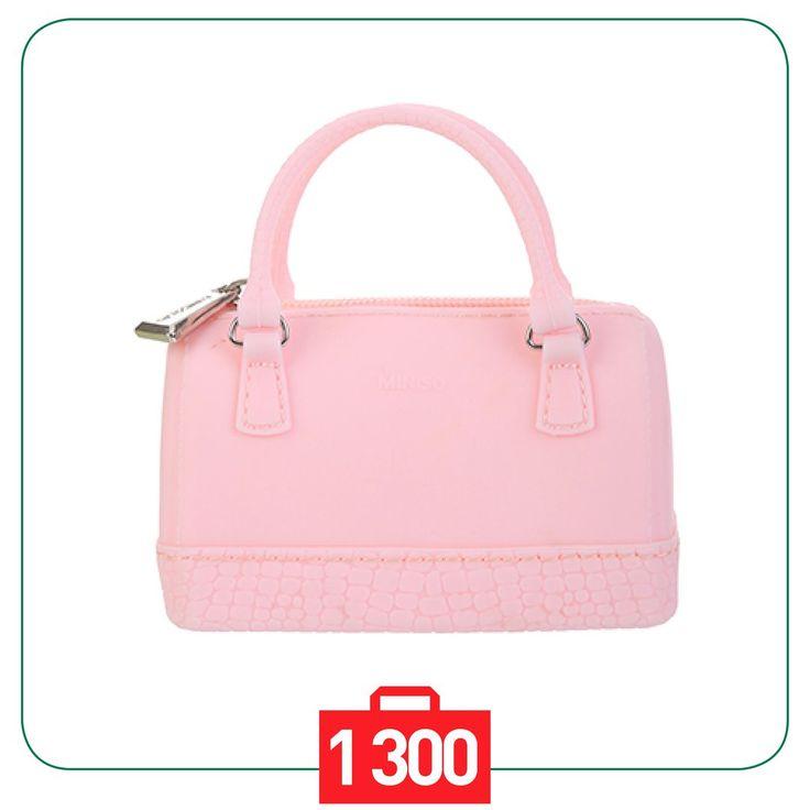 💁Девочкам как начинающим ценителям стиля 👛 может понравиться идея иметь маленькую модную сумку для мелочей👝 Маленькие сумки✨, как классические строгие✨, так и яркоокрашенные идеальны для ношения в них как одной вещи🔖, так и множества безделушек💎 В любом случае такая сумка будет принята с радостью😍 Только представьте себе самую маленькую сумочку👛, которая может уместиться у вас на ладони🙌 По существу это миниатюрный кошелек, который может быть использован в том числе и по прямому…