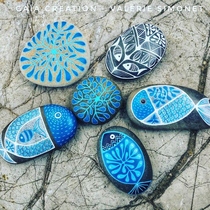 """44 mentions J'aime, 4 commentaires - Valérie Simonet (@gaia_creation_valeriesimonet) sur Instagram : """"Blue 💙 Toujours du bleu 💙 #handmade #handpainted #faitmain #paintedpebble #paintedpebbles…"""""""