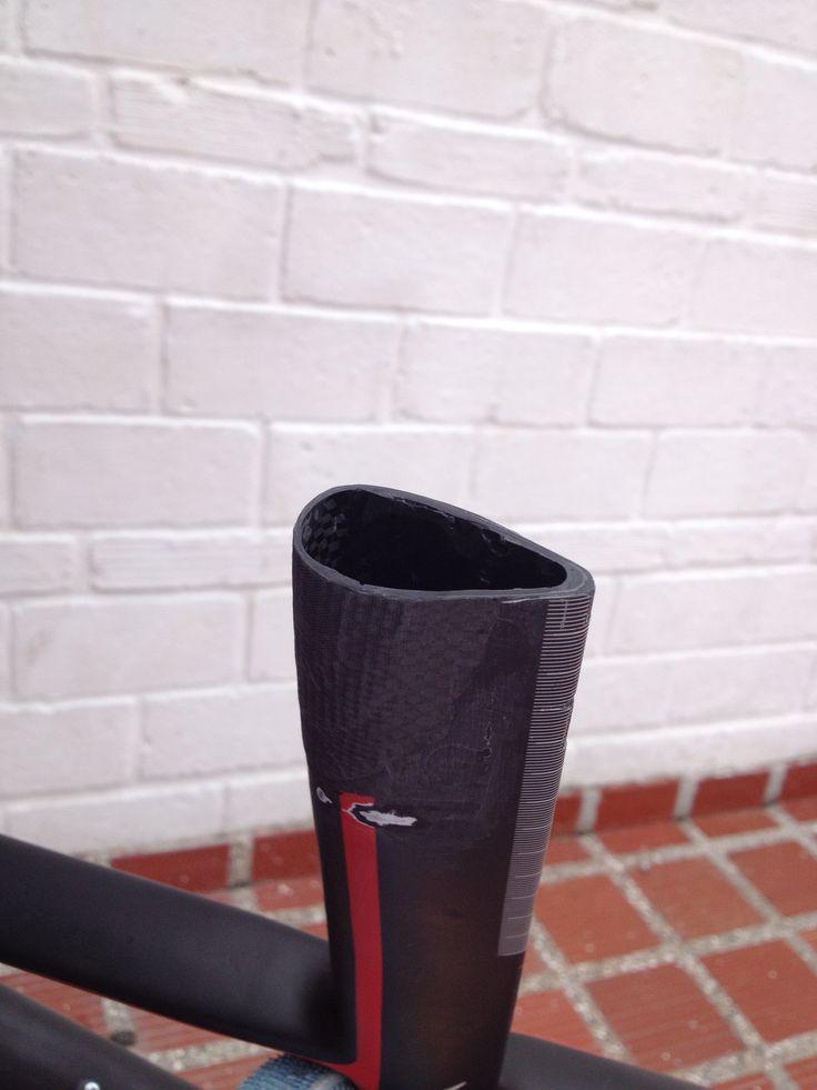 Reparación del poste de un marco en fibra de carbono. Para mayor información, visita: www.carbonlabstore.com
