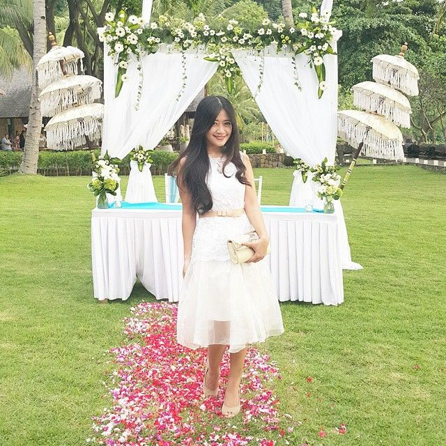 She's look adorable with this outfit... Thank u dear Leonita Julian for wearing my collection, lily brocade top(white) and alice belt (goldy brown) to attend your bestfriend wedding at Lombok ^_^ cheers