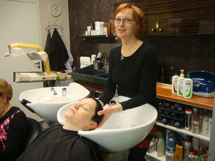 Aubreyn hiustenhoitotuotteita käytetään asiakkaiden hiusten pesuun ja hoitoon. Hiusten pesun jälkeen on mahdollista saada rentouttavaa hiuspohjan hierontaa.