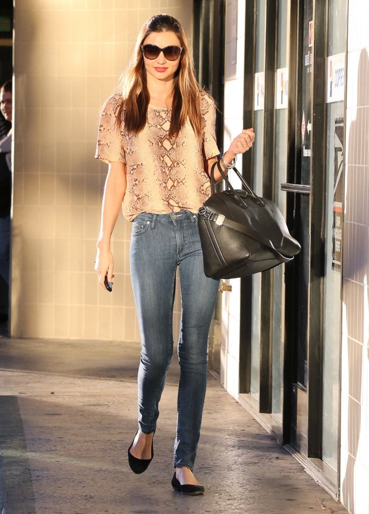 Cool Hot Hollywood Celebrity Miranda Kerrs crazy tight jeans leave little to the imagination links .   3 Hi-Resolution images in gallery.