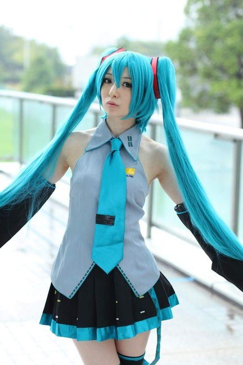 Miku Hatsune cosplay
