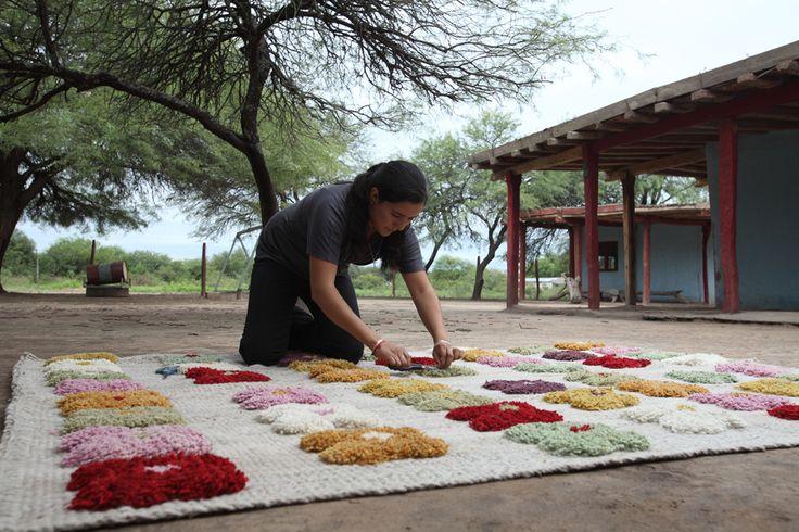 Arte textil santiagueño por el grupo Huarmisachamanta - Blogs lanacion.com