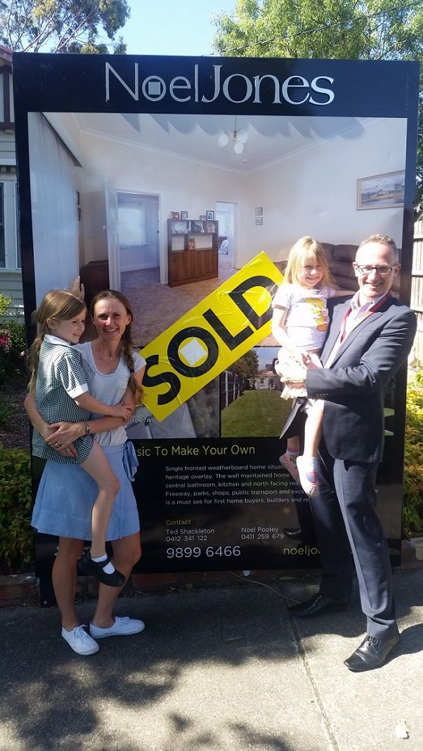 Client Doug and Deidre express happiness over the purchase of their house by  Amalain Advocates. #amalain #wemakeiteasy #melbre
