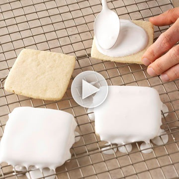 How to Frost Sugar Cookies! Use our tips to frost your cookies just like the bakery. Cookie recipes we love: http://www.bhg.com/christmas/cookies/christmas-cookie-ideas/