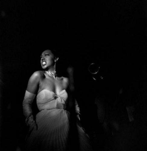 Josephine Baker. Harlem 1950 by Eve Arnold. RIP Eve, you are one of the greatest. :(