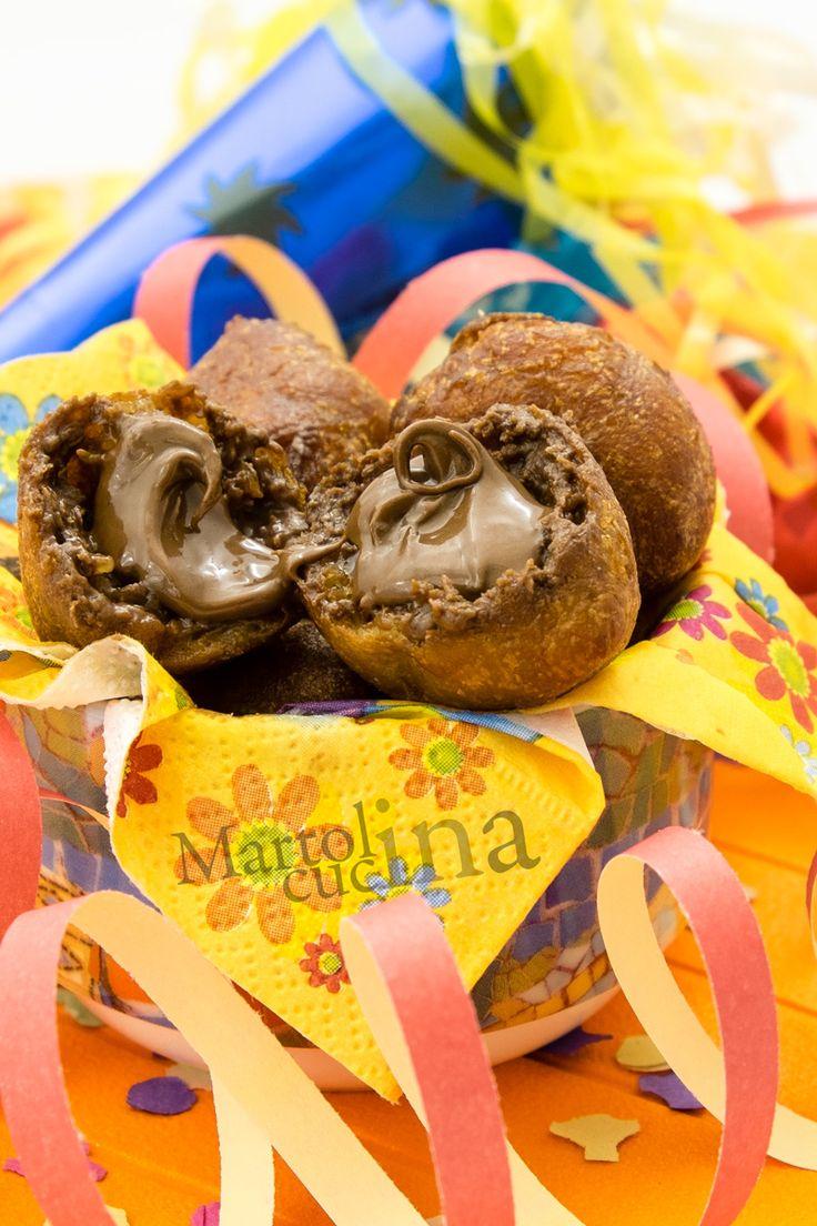 FRITTELLE AL CIOCCOLATO #frittelle #cioccolato #nutella #fritto #dolcealcioccolato #dolcetti #carnevale #febbraio #gennaio #ricettafacile #ricettacarnevale #ricettaconnutella