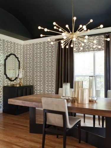 love dark ceilings & high pattern wall covering: Idea, Modern Dining Rooms, Paintings Ceilings, Lights Fixtures, Interiors Design, Black Ceilings, Interiordesign, Dining Rooms Design, Dining Tables