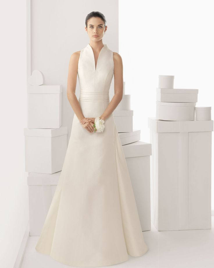 Blog OMG - I'm Engaged! - Vestido de Noiva moderno. Modern style wedding dress by Rosa Clará.
