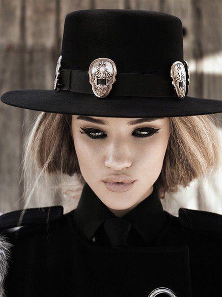 Image via We Heart It #bouche #Couture #mannequin #mode #photographie #rosiehuntington-whiteley #yeux #magnifique #leportrait #trèsbelle #larosie #chaeaux