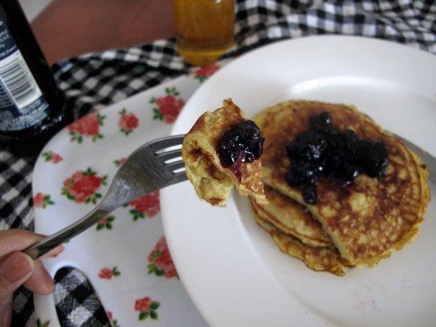 Gluten-free banana pancakes (2 ingredients, 5 minutes)