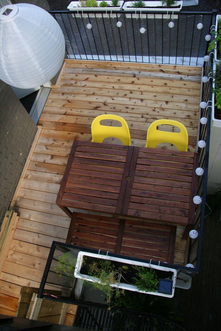 terrasse arrière vue du haut de l'escalier conduisant sur le toît