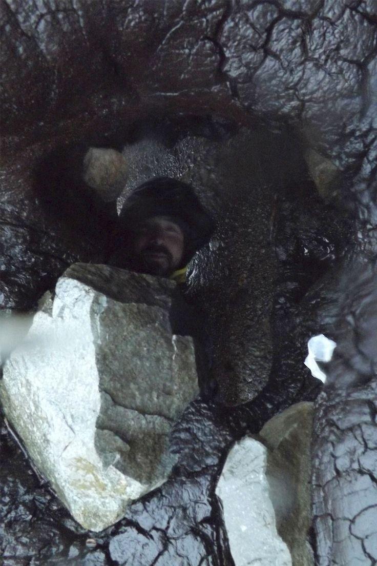 VOLVIENDO A LA ÑIÑEZ. Pablo jugando en las rocas, Bullileo, Cordillera, Región del Maule.