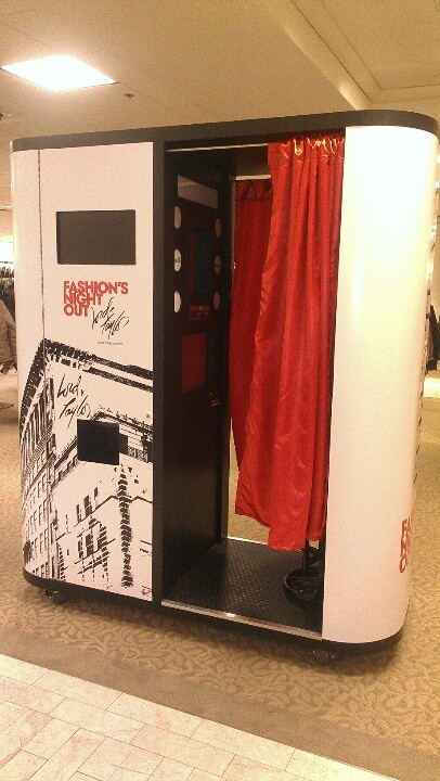 FNO Fashion Fotobooth! Snap a pic! #lordandtaylor