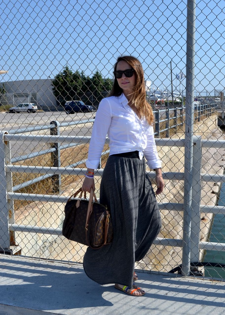 Knotted shirt... long skirt!