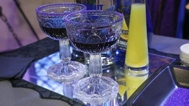 RECIPE: Smoke and Mirrors Cocktail #Halloween #Cocktail