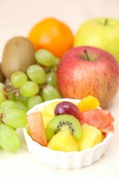 ビタミン豊富な果物は健康や美容のために多く取り入れたいものですが果物にも身体を温めるものと身体を冷やすものがあります  温める果物と冷やす果物の見分け方 寒い地方でとれる果物は身体を温める 暑い地方でとれる果物は身体を冷やす   身体を温める果物 りんごぶどうさくらんぼオレンジいちじくあんず桃プルーンなど  身体を冷やす果物 バナナパイナップルマンゴーすいかみかんグレープフルーツ柿キウイメロン梨など  身体を冷やす果物も酵素や抗酸化作用など利点がいっぱい  身体を冷やすから摂取しないのではなく特性を理解した上で身体を温める食べ物や飲み物を一緒に摂るなど一工夫加えて楽しくおいしく頂きましょう   お肌が潤うアルシーの自然派化粧品 http://althem.net/   HPはコチラ http://www.yuubi.co.jp/   #アルシー #ゆう美 #美容 #美肌 #潤い#果物#酵素#ビタミン #オールインワン #自然派 #ナチュラル #スキンケア #肌 #温める tags[福岡県]