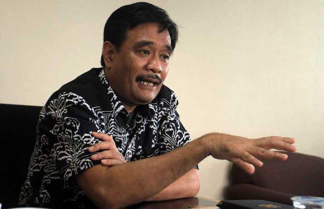 KoranHarian.Net , Gubernur DKI Jakarta Djarot Saiful Hidayat akan memecat tiga oknum dari Suku Dinas Lingkungan Hidup Kota Administrati...