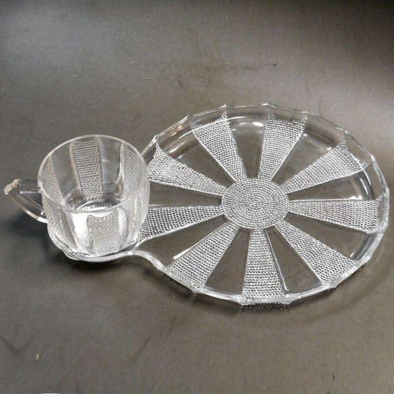Vintage Mid Century modern 8pc Snack plates and cups set #Vintage #MidCenturymodern 8pc #Snack #plates and #cups #set #sunflower #sun design #Travel lap #breakfast #Tea #coffee #Tray #TV Trays #etsy #etsyvintage #studio #glassware