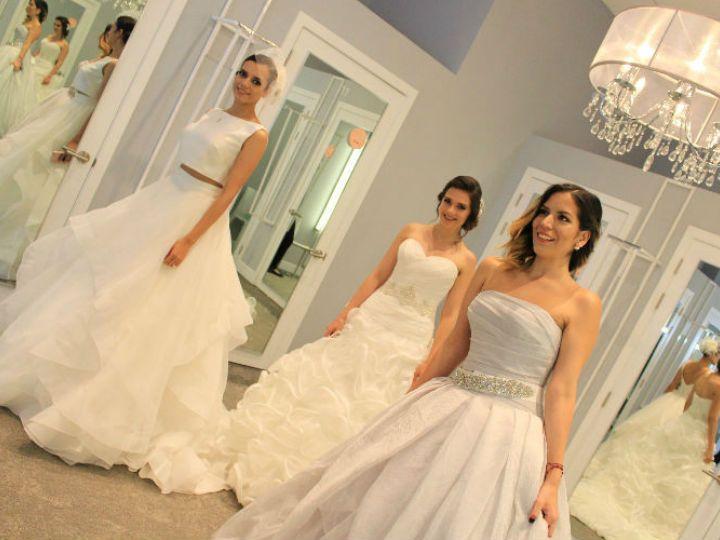 Una de las cosas que más emoción nos causa es la de elegir el vestido de novia perfecto, y aunque nosotras no tenemos planes de casarnos por ahora, nos probamos estos maravillosos atuendos de David´s Bridal para que te des una idea de qué buscas si tú si estás a nada de llegar al altar.