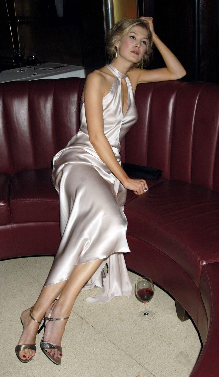 Rosamund Pike Stunning Dress And Shoes  Rosamund Pike -4790