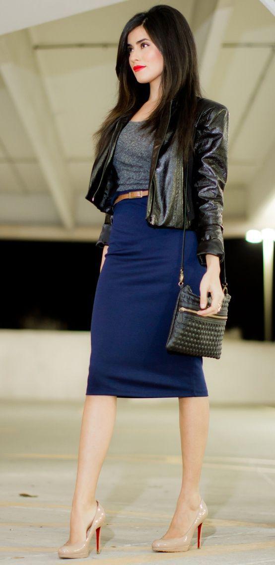 Dark blue pencil skirt, contrast color belt to sharply define her waist, gray T-shirt, black jacket.
