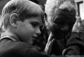 Nelson Mandela, héros de la lutte contre l'apartheid en Afrique du Sud aujourd'hui âgé de 94 ans, a été hospitalisé samedi pour des examens médicaux et va bien, a annoncé la présidence. Aujourd'hui, le 8 décembre 2012, l'ancien président Nelson Mandela a été hospitalisé à Pretoria pour subir des examens, a déclaré le cabinet du [...]